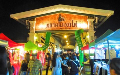 srinagarin night market bangkok