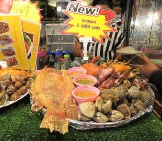 wisata kuliner night market ratchada bangkok