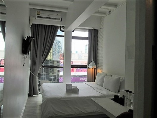 3howw hostel bangkok asok private room