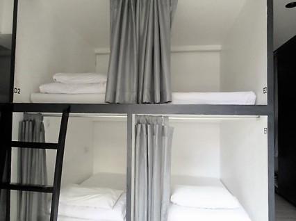 3howw hostel capsule bangkok asok