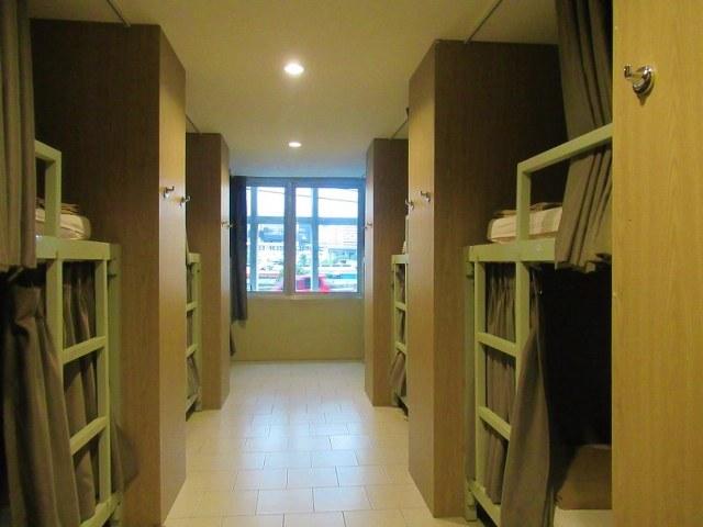 yim yam hostel dorms bangkok