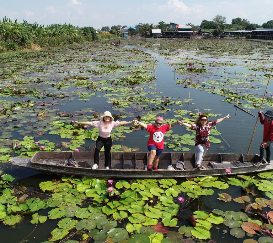 Red Lotus Floating Market,